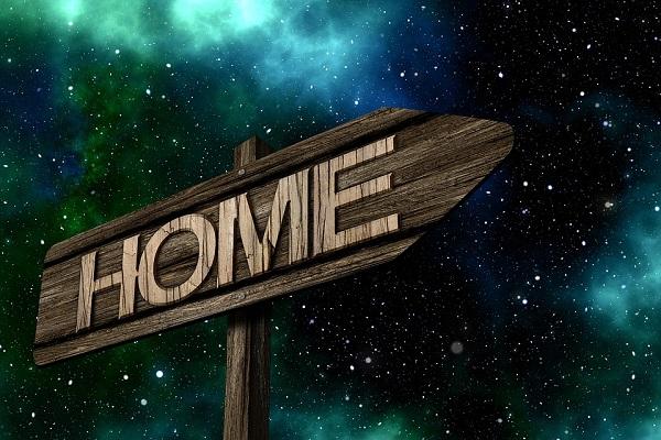 Když doma není doma
