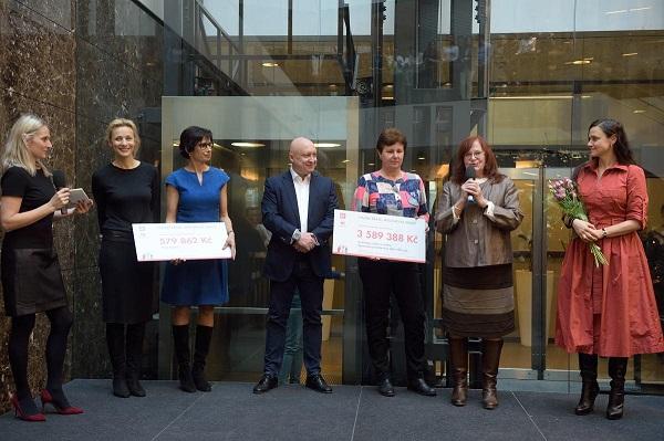 Rodinám svážně nemocnými dětmi poslali zaměstnanci Skupiny ČEZ spolu sNadací ČEZ přes čtyři miliony korun