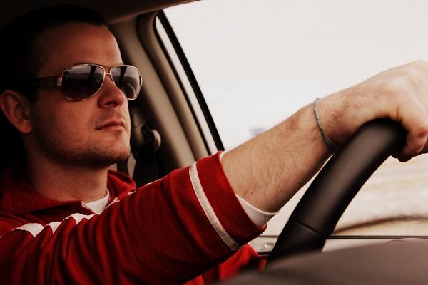 Zahraniční autisté mohou řídit auto, u nás ne